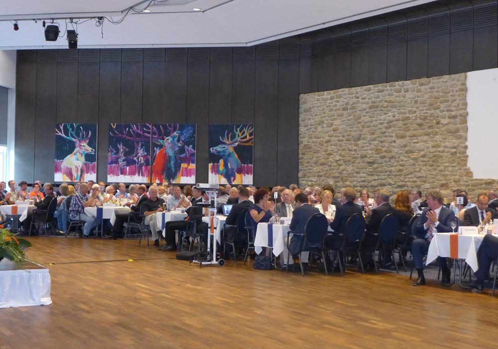 """266 Gäste nahmen an der Vertreterversammlung im Hotel """"Der Achtermann"""" teil. Foto: Volksbank Nordharz eG"""
