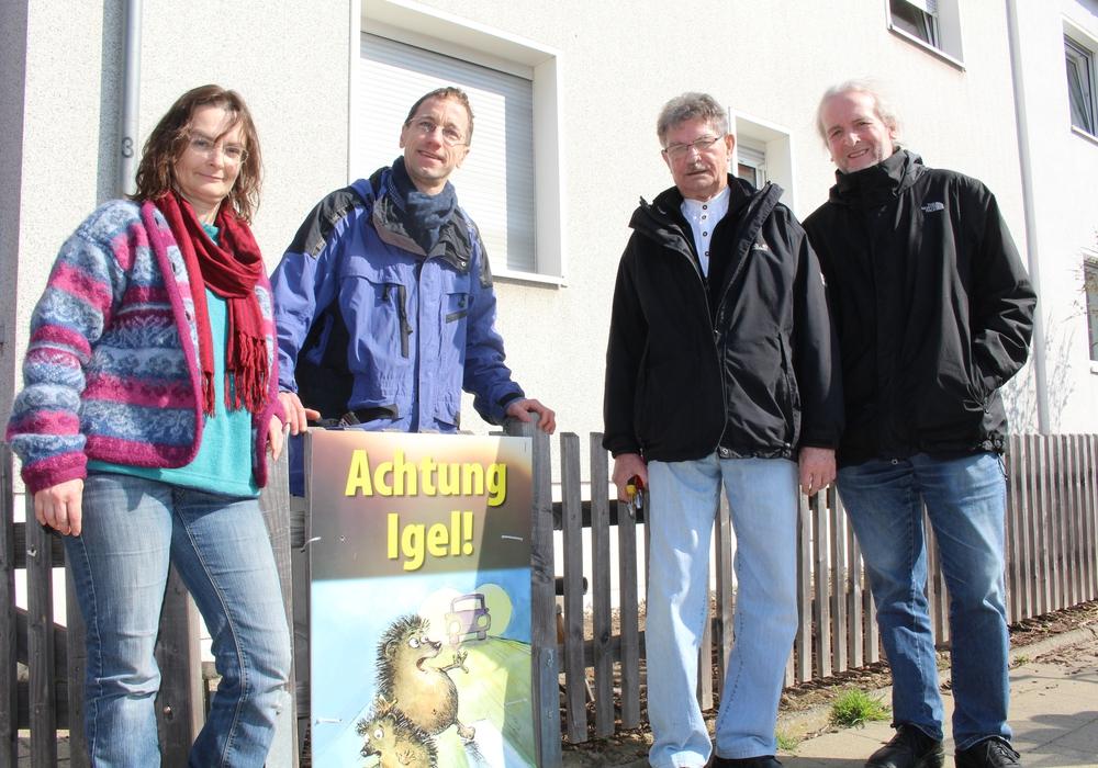 Lore Schiemenz vom BUND, Olaf Neubauer, Bezirksbürgermeister Hans-Dieter Osswald und der Grüne Ratsherr Helmut Blöcke unterstützen die Kampagne, Foto: Jan Borner