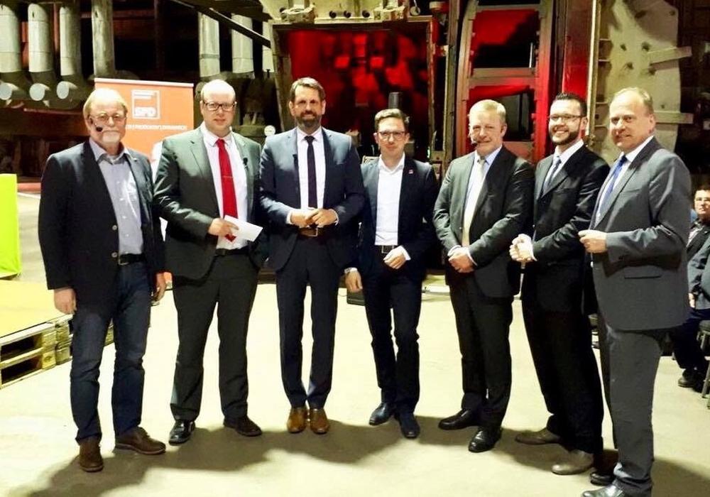 Lutz Strumpf (HSR), Jörn Domeier (MdL), Olaf Lies (MU), Falko Mohrs (MdB), Bernard M. Kemper (EEW), Alexander Goebel (HRM), Gerhard Radeck (Landrat) (v. li.). Foto: SPD