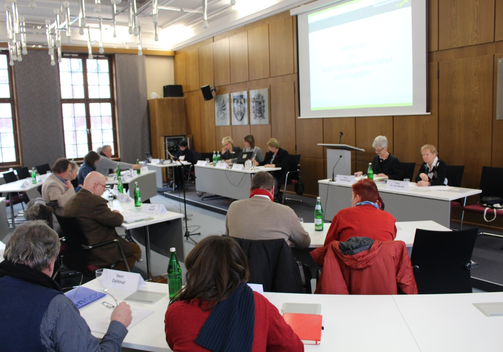 Im jüngsten Sozialausschuss des Landkreises wurden erste Ergebnisse einer Pilotstudie zur Aufnahme und Integration von Geflüchteten im Landkreis Wolfenbüttel vorgestellt. Foto: Marian Hackert