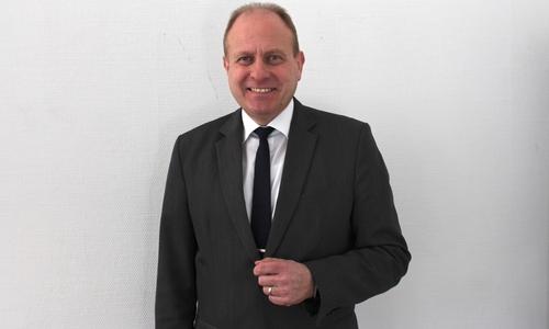 Der Helmstedter Landrat Gerhard Radeck hält die neuen Impfvorgaben des Bundes für