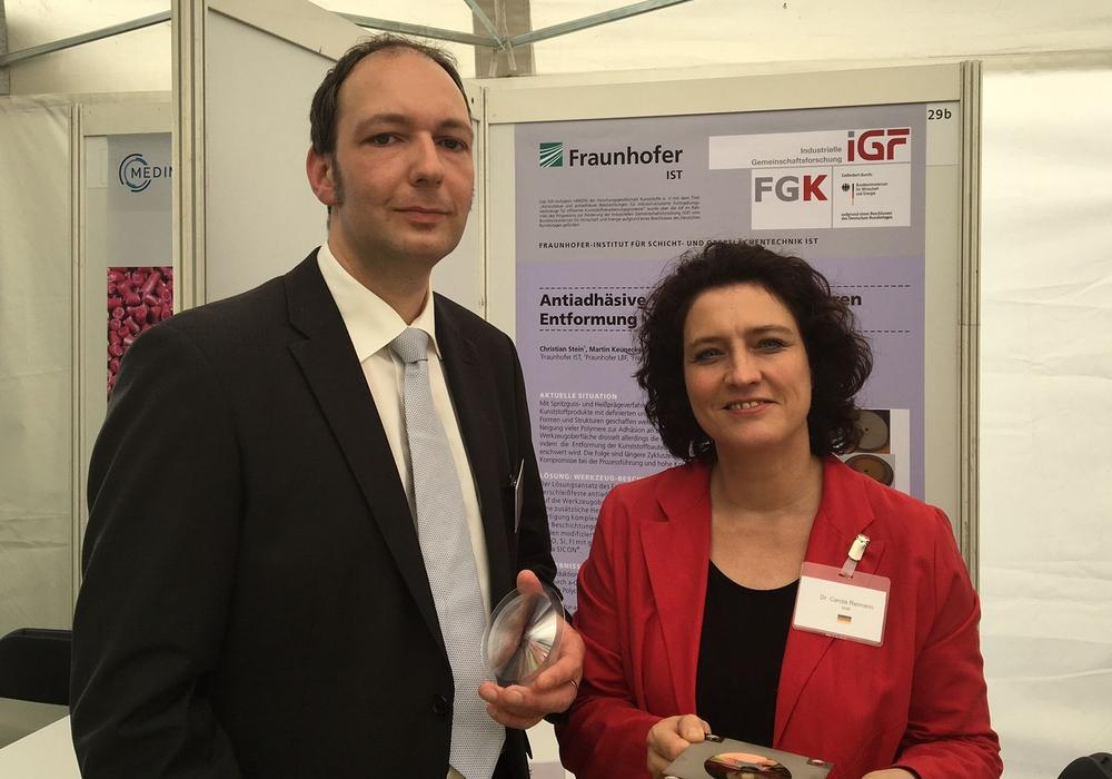 Dr.-Ing. Christian Stein vom Fraunhofer IST und Dr. Carola Reimann MdB. Foto: Privag