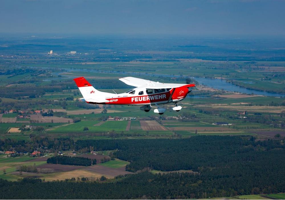 In Hildesheim ist ein Flugzeug des Feuerwehr-Flugdienstes Niedersachsen stationiert. Von hier werden großflächige Schadenslagen wie Waldbrände erkundet und festgestellt. Fotos: Rainer Pflugradt.