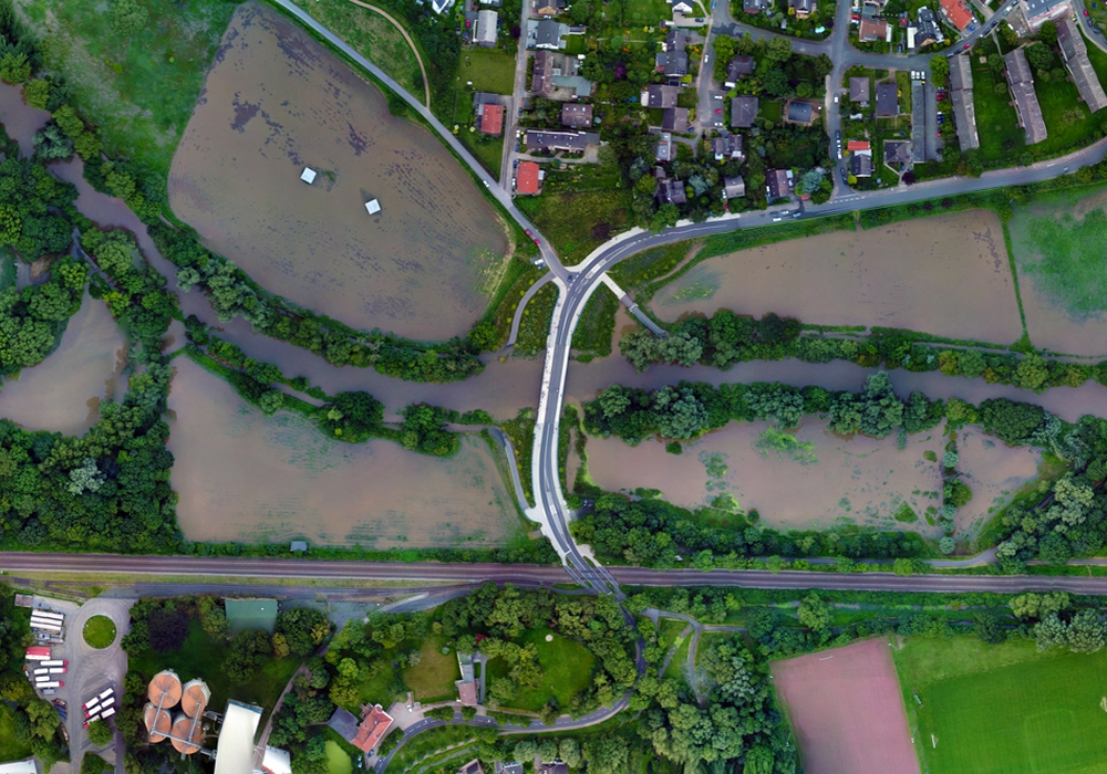 Luftbildaufnahmen aus dem Überflutungsgebiet vom Eisenbütteler Wehr bis zur Volkswagenhalle. Fotos: TU Braunschweig