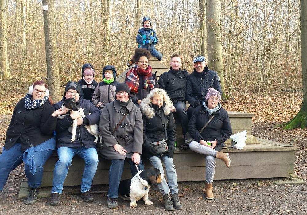 Die Mitglieder des Vereins bei der Braunkohlwanderung. Foto: Freizeit- und Zeltplatz Wolfenbüttel e.V.