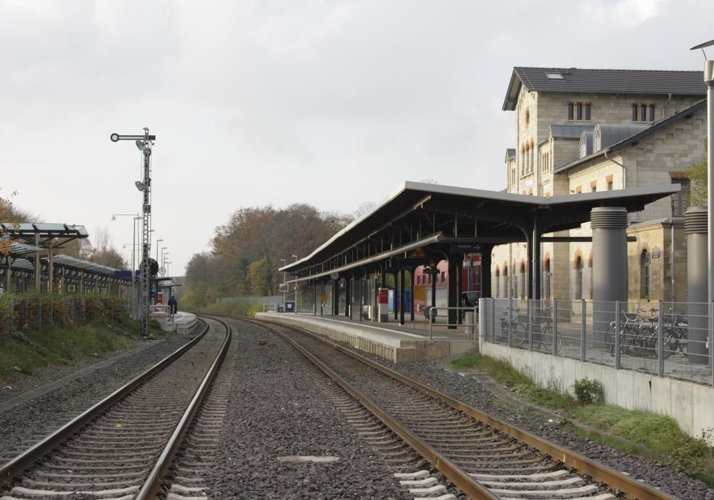 Eine Korkensammlerin wurde im Gleisbett entdeckt und rief die Polizei auf den Plan. Symbolfoto: Foto: Werner Heise