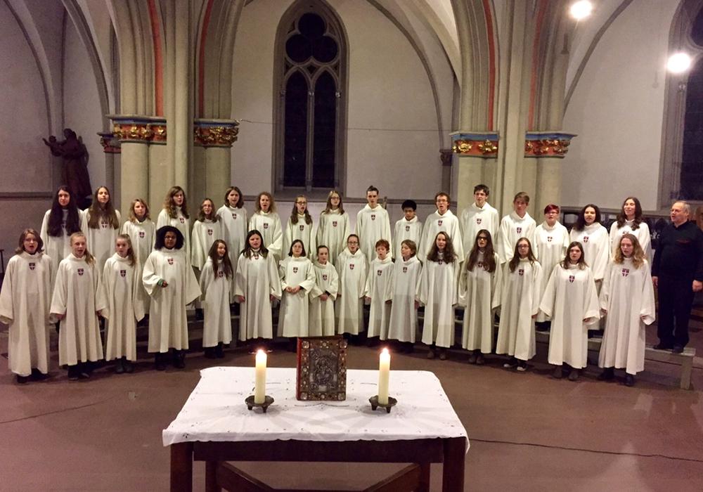 Der junge Chor singt für die St. Ansgar-Orgel. Foto: Bernhard Schneider
