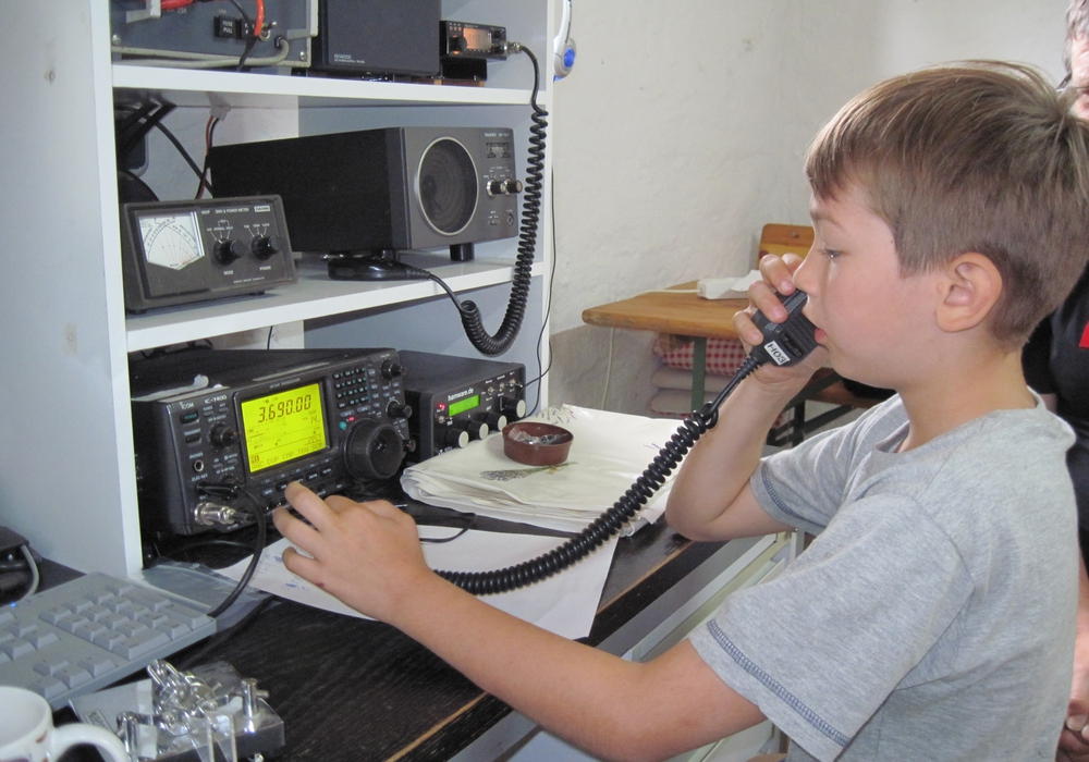 """Kinder können beim ADAC-Ortsclub """"MSC der Polizei BS""""  erste Erfahrungen im Elektronik-Basteln sammeln. Foto: ADAC-Ortsclub """"MSC der Polizei BS"""""""