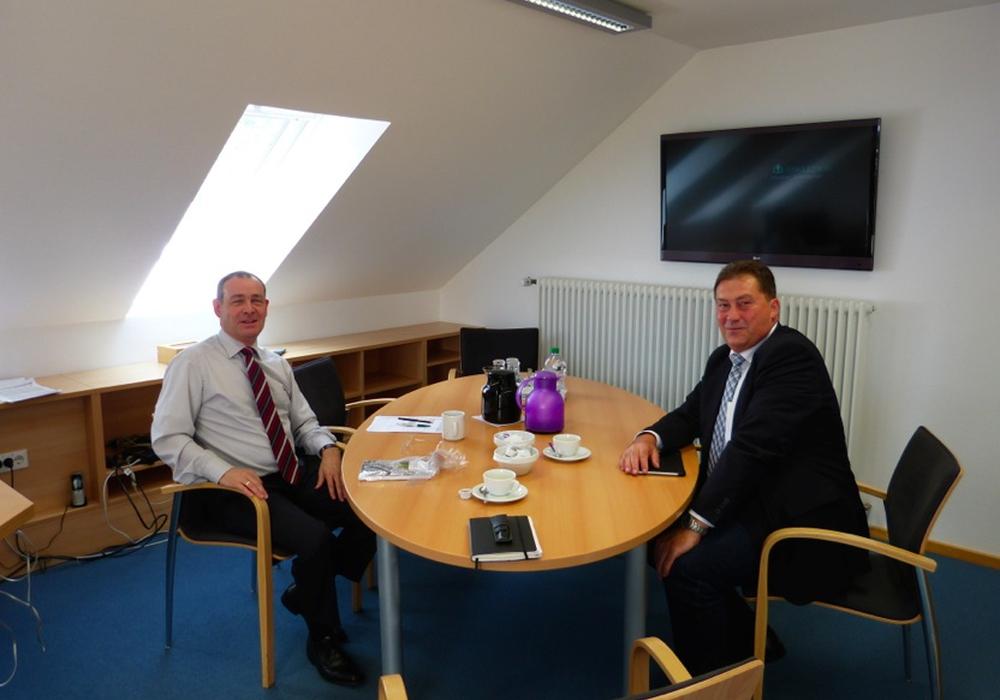 Der CDU-Bundestagsabgeordnete Uwe Lagosky besuchte die Asklepios Klinik Schildautal. Dort traf er auf Geschäftsführer Stefan Menzel. Foto: Bokelmann