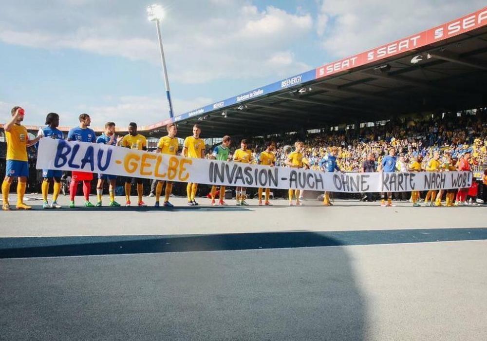 Ein Banner erhitzt die Gemüter. Foto: Koppelmann/FanPresse.de