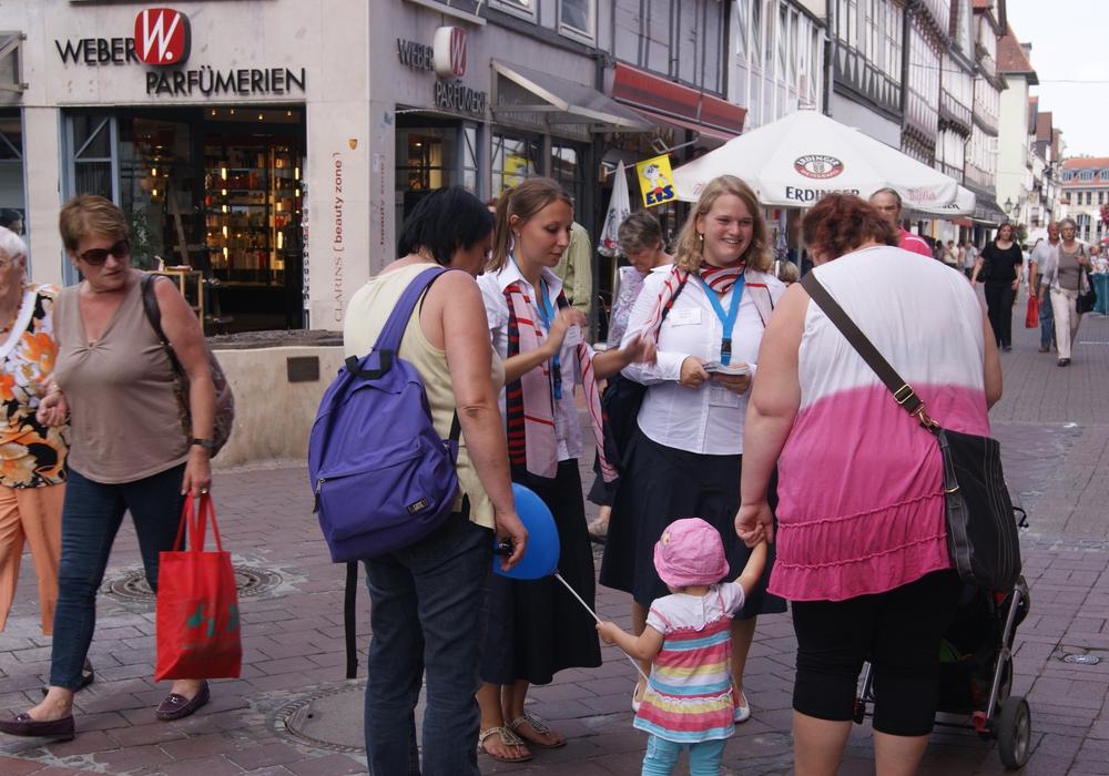 Für das Wolfenbütteler Altstadtfest, das vom 19. bis 21. August in Wolfenbüttel stattfindet, werden City Hostessen gesucht. Symbolfoto: Anke Donner