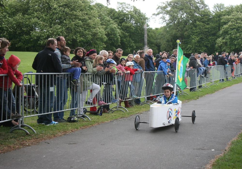 Das Seifenkistenrennen lockt jährlich viele Zuschauer an. Foto: Anke Donner