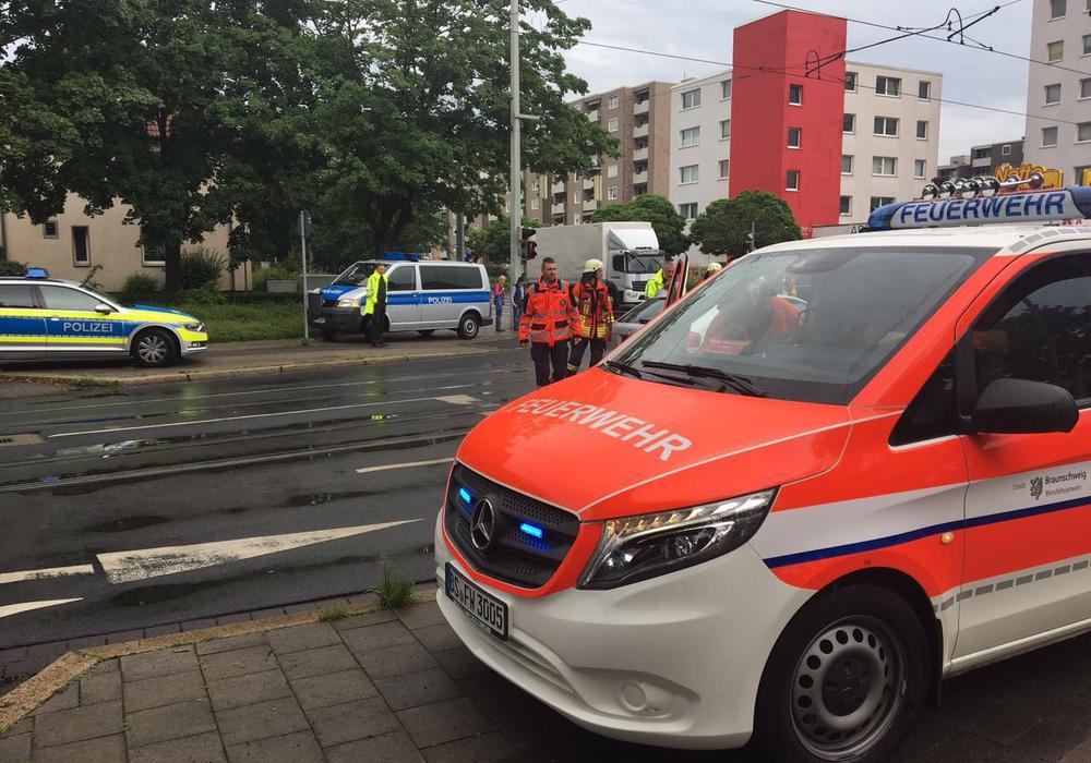 Einsatzkräfte der Feuerwehr, des Rettungsdienstes und der Polizei waren vor Ort. Fotos: aktuell24 (BM)