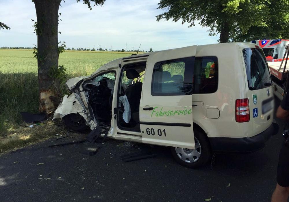 Für den Fahrer kam jede Hilfe zu spät, er war sofort tot. Fotos: Nino Milizia