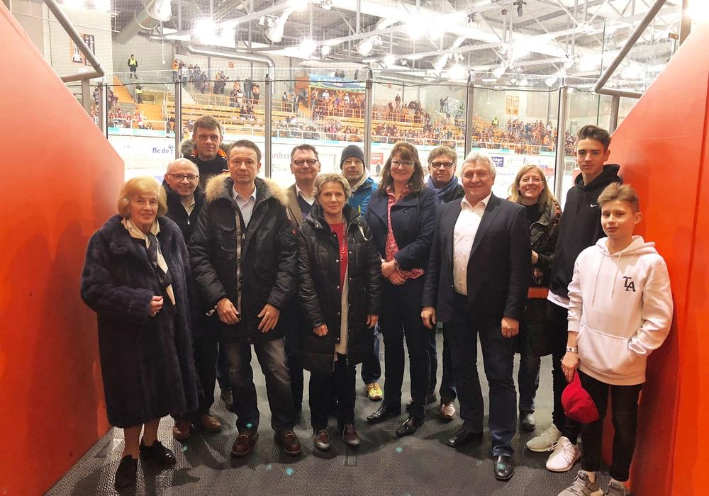 Die Wolfsburger Mittelstands- und Wirtschaftsvereinigung informierte sich bei den Grizzlys Wolfsburg. Foto: Kai Kronschnabel