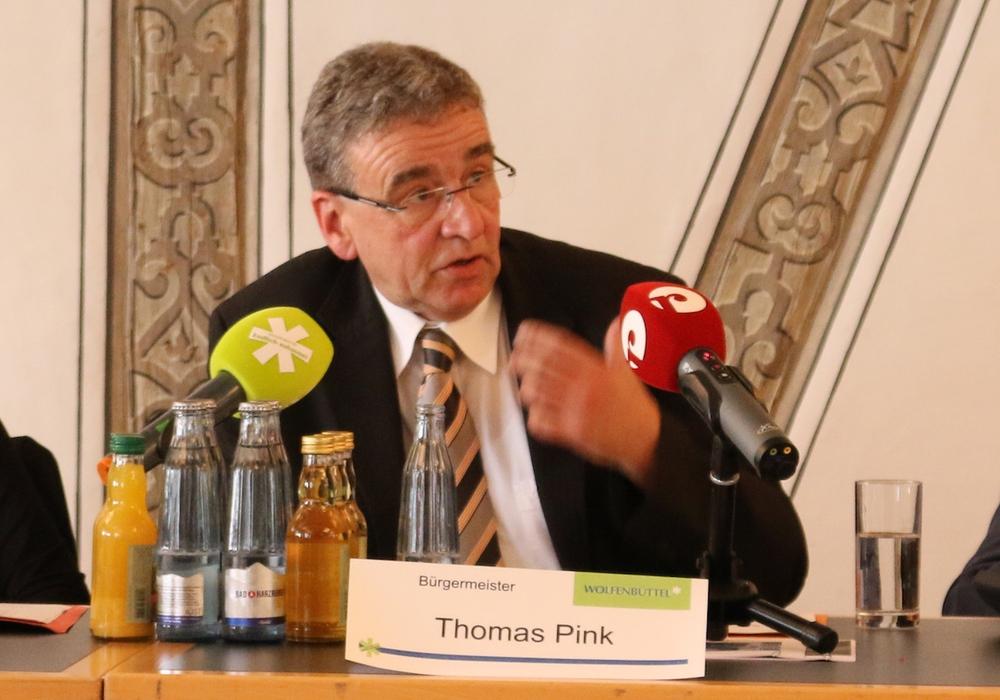 Bürgermeister Thomas Pink findet deutliche Worte für die Vorwürfe der AfD. Foto: Werner Heise