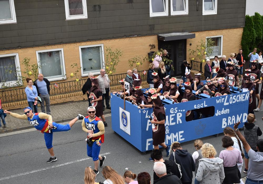 Die Bierhelden des FC Othfresen löschen jeden Brand. Fotos: Annabell Pommerehne