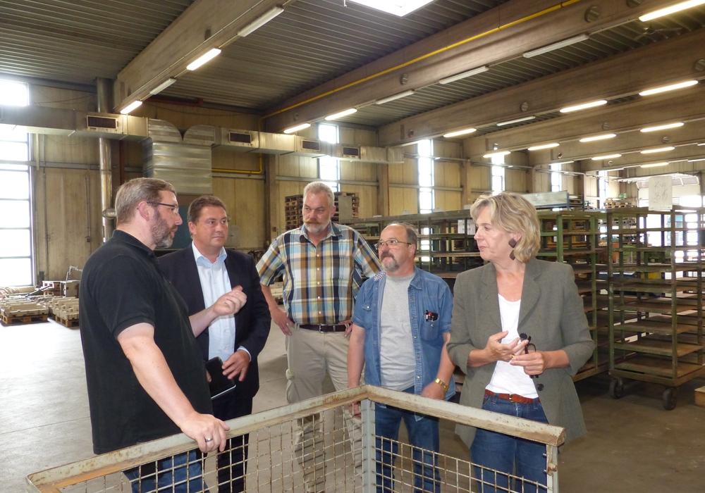Bundestagsabgeordneter Uwe Lagosky (zweiter von links) zu Besuch bei Eurokern. Foto: Privat