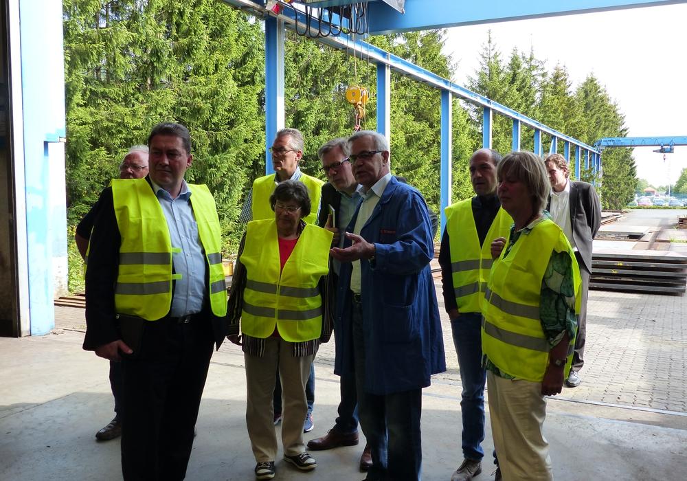 Der Bundestagsabgeordnete Uwe Lagosky besuchte die Firma Uhlig Rohrbogen in Langelsheim. Foto: CDU