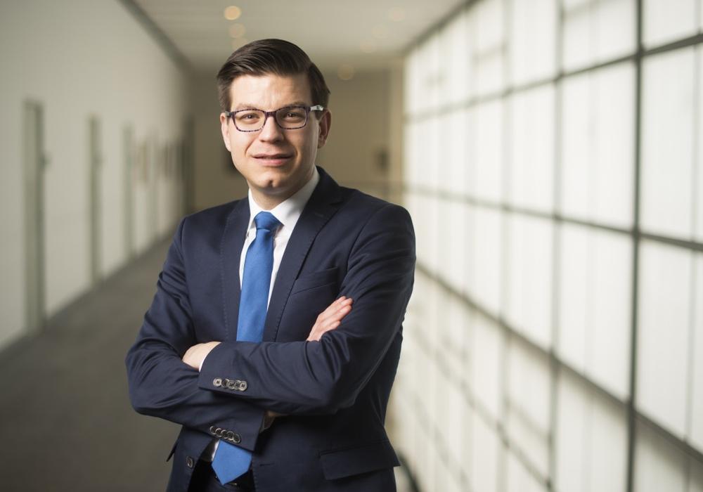 der FDP-Landtagsabgeordnete Björn Försterling glaubt, dass das Radio-Projekt im Landtag auch Wolfenbütteler Schülern gefallen könnte: Foto: Nigel Treblin