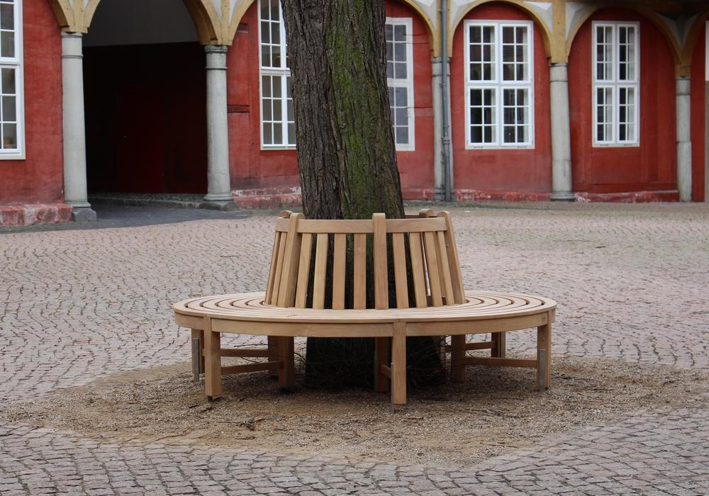 Neue Bank für den Schlossinnenhof. Foto: Max Förster