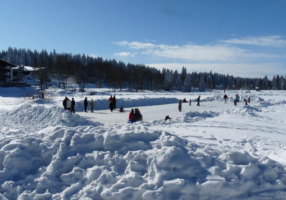 Eislaufen auf Natureisfläche. Foto: HAHNENKLEE tourismus marketing gmbh