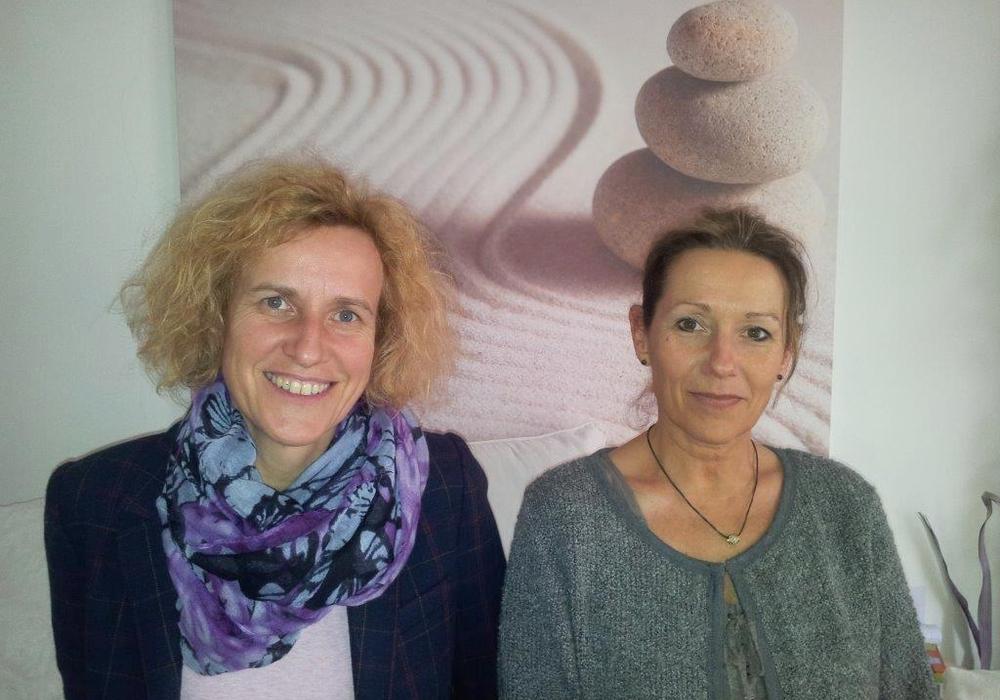 Manuela Howe (links) und Susanne Strysewske (rechts) bieten ab April wieder Gruppentreffen für alleinerziehende Mütter an. Foto: Stadt Wolfsburg