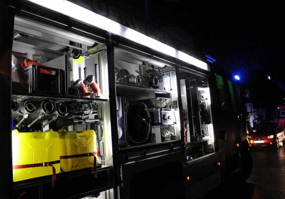 In der vergangenen Nacht musste die Feuerwehr zu einem umständlichen Einsatz ausrücken. Symbolfoto: Archiv
