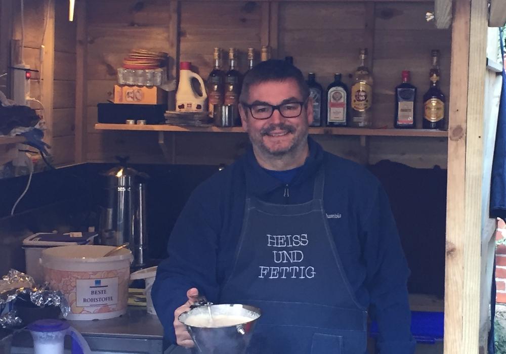 Markus Brix serviert seinen Gästen Südtiroler Strauben. Foto: Nino Milizia