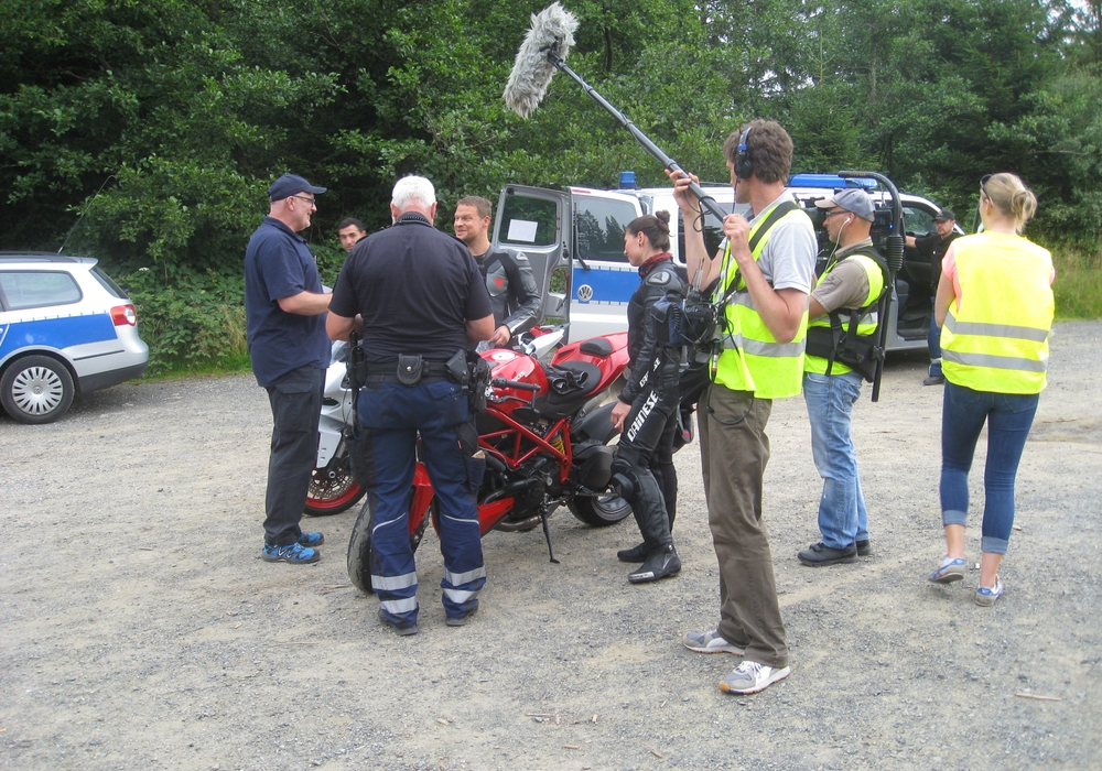 Am vergangenen Sonntag führte die Polizeiinspektion Goslar mit Unterstützung des Landkreises Goslar, der Johanniter Unfallhilfe und dem TÜV-Nord eine Motorradkontrolle durch. Hierbei wurden 154 Geschwindigkeits-Verstöße festgestellt. Foto: Polizei