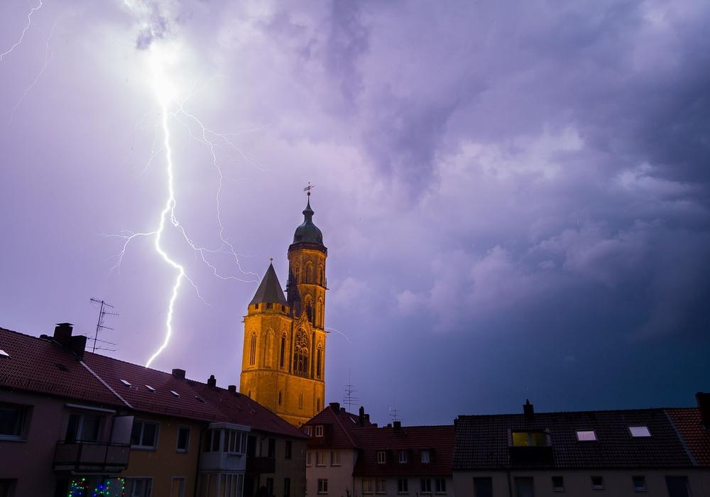 Ein Blitz über Braunschweig: Foto: Jonas Woeffle (Leser)