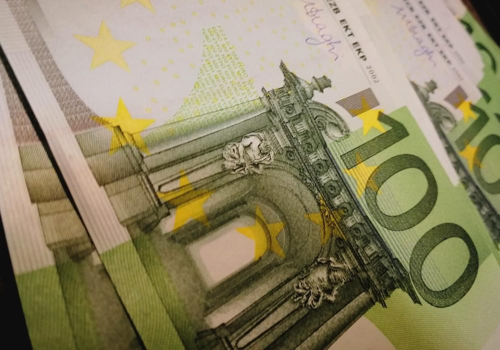 Einhundert 100 Euro Kredit Geld Symbolfoto: pixabay