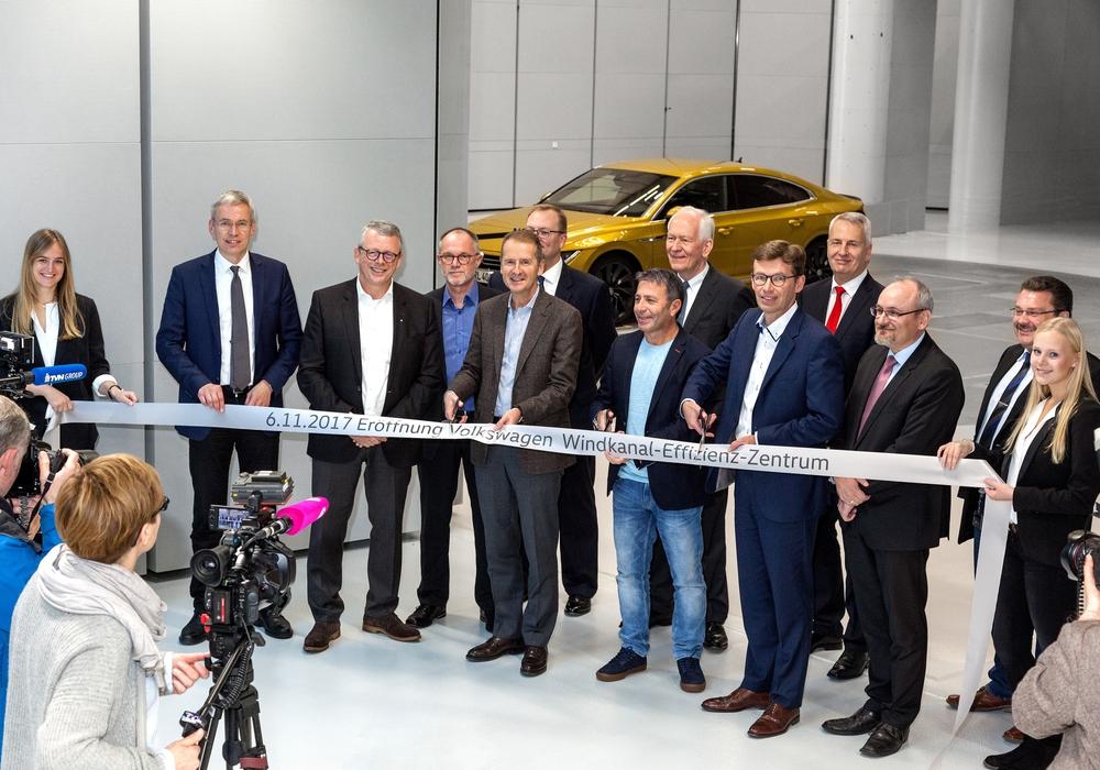 Volkswagen eröffnete heute mit Vorstand, Betriebsrat, Projektteam und Bauverantwortlichen das neue Windkanal-Effizienz-Zentrum in Wolfsburg. Foto: Volkswagen
