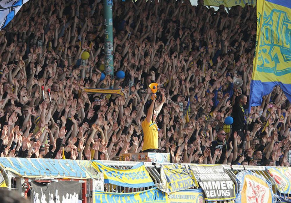 Die Fans können sich über das Eröffnungsspiel im heimischen Stadion freuen. Symbolfoto: Frank Vollmer