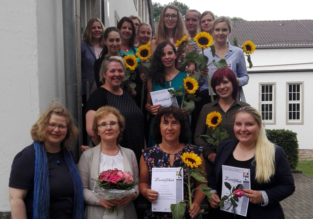 Die zwölf neuen pädagogischen Fachkräfte. Foto: Stadt Wolfsburg