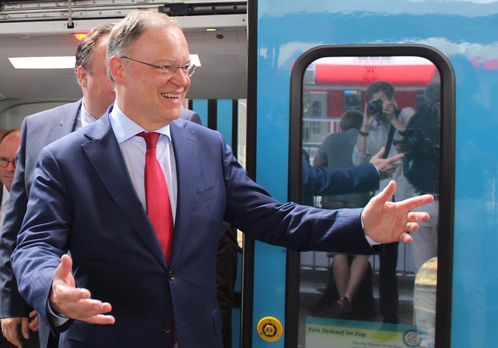 Ministerpräsident Stephan Weil und Wirtschaftsminister Olaf Lies am Hauptbahnhof Braunschweig, Foto: Jan Borner