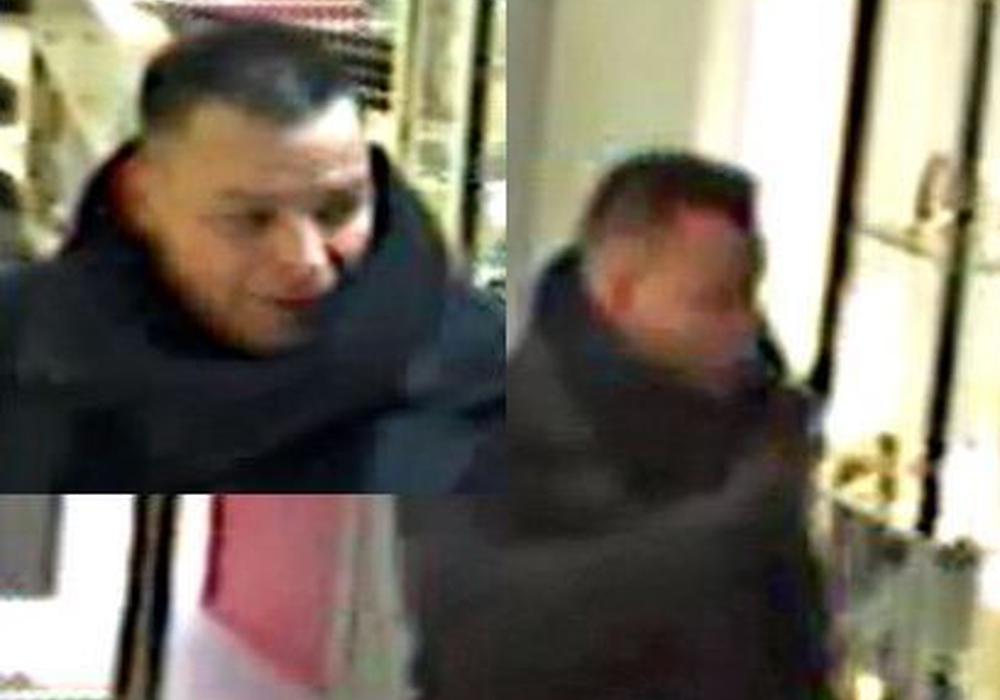 Das Bild zeigt den Unbekannten beim Betreten des Geschäfts. Außer der Tasche hält er eine Plastiktüte in der Hand, aus der er die Buttersäure versprüht hat. Foto: Polizei