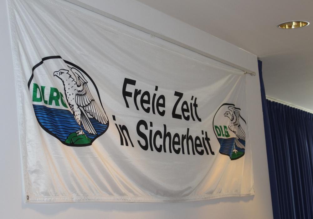Die DLRG Ortsgruppe Wolfsburg eröffnete die Saison 2017 am Allersee. Symbolbild: Nick Wenkel