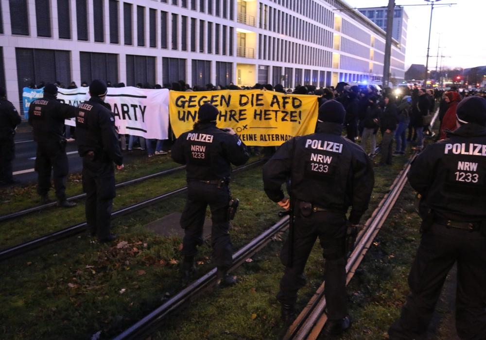 Protest gegen den AfD-Bundesparteitag in Braunschweig im vergangenen Jahr. Das Bündnis gegen Rechts ruft auch zum anstehenden Landesparteitag zu Demonstrationen auf.