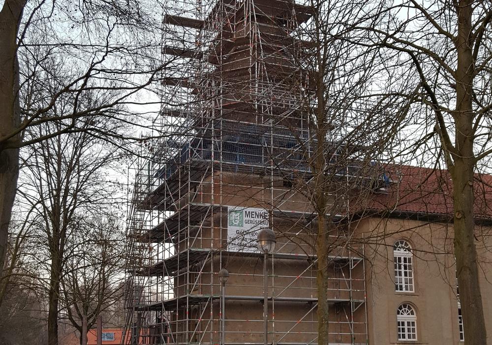 Baugerüst an der St.Bernward-Kirche. Fotos: Privat
