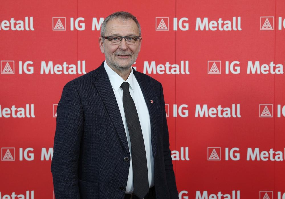 Erster Bevollmächtigter und IG-Metall-Mitglied Hartwig Erb ruft zu mehr Solidarität in Europa auf. Foto: Matthias Leitzke