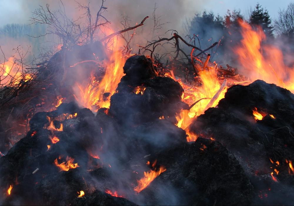 Die ersten Osterfeuer brennen! Fotos: Jonas Walter
