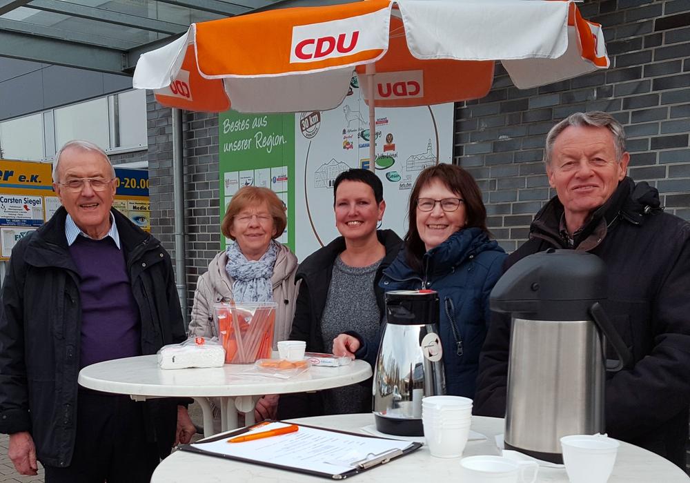 Johann Seifert, Susanne Giffhorn, Eva-Maria Reitmann, Annegrit Helke, Dr. Manfred Bormann (v. li.). Foto: privat