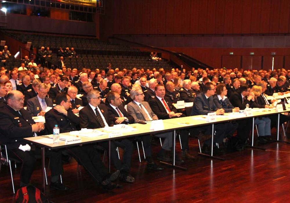 Zahlreiche prominente Besucher waren zur 105. Landesverbandsversammlung des Landesfeuerwehrverbandes Niedersachsen gekommen. Fotos: Meißner