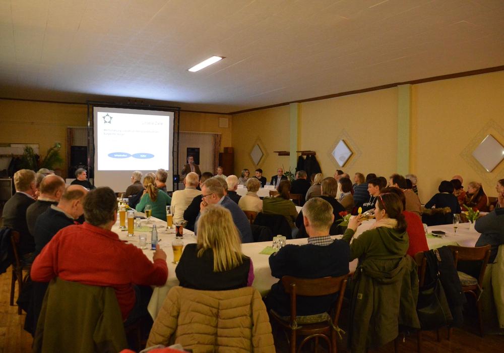 Mehr als sechzig Bürger folgten Ausführungen der Wählergemeinschaft Bürger für Burgdorf. Foto: Privat