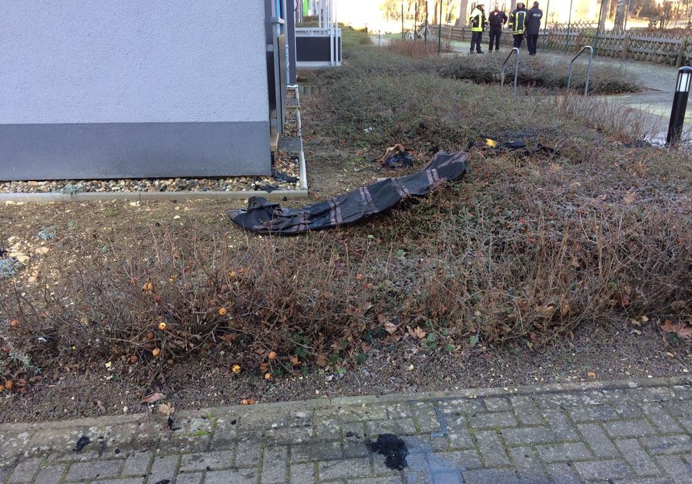 Die Ermittlungen zum Brand in einer leerstehenden Wohnung in der Rembrandtstraße. Foto: Werner Heise