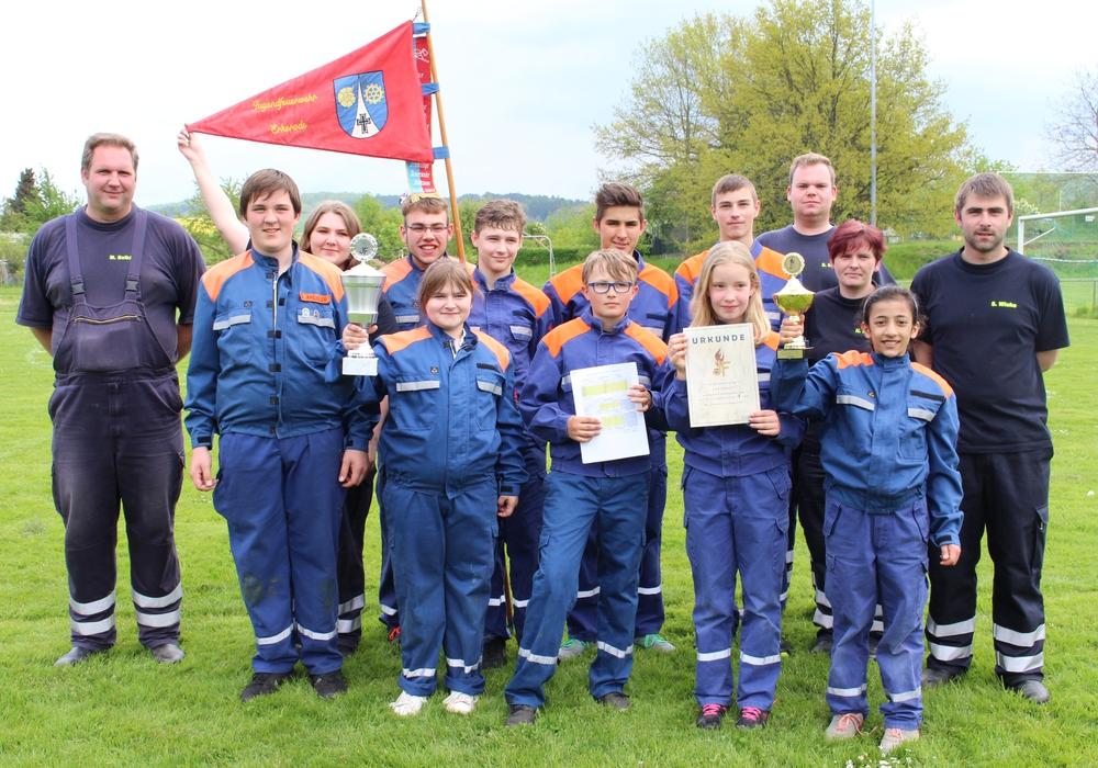 Siegergruppe JF Erkerode beim Gemeindewettbewerb der Jugendfeuerwehren der Samtgemeinde Sickte. Fotos: Antonia Henker/Andrea Thomas (Elm-Asse)