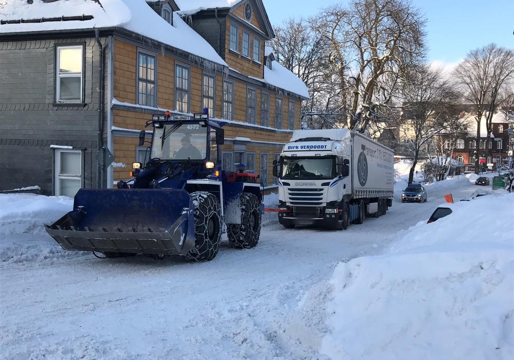 Liegengebliebener Lkw auf der Osteröder Straße. Foto: Polizei