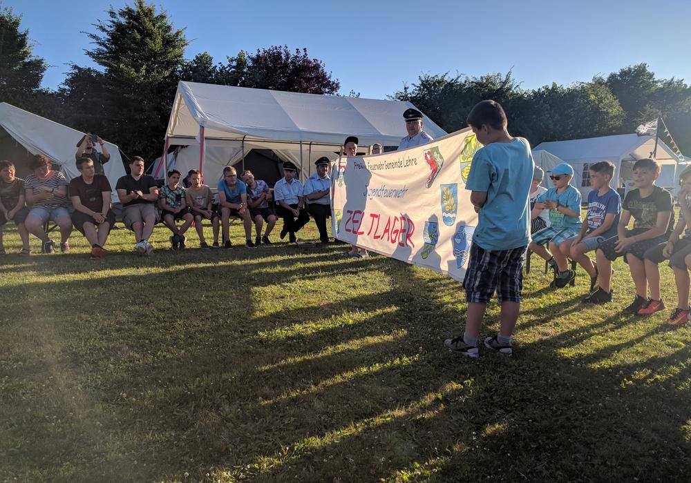 Rund 80 Jugendliche der Jugendfeuerwehren der Gemeinde Lehre starteten mit einem einwöchigen Zeltlager in die Ferien. Foto: Gemeindefeuerwehr Lehre