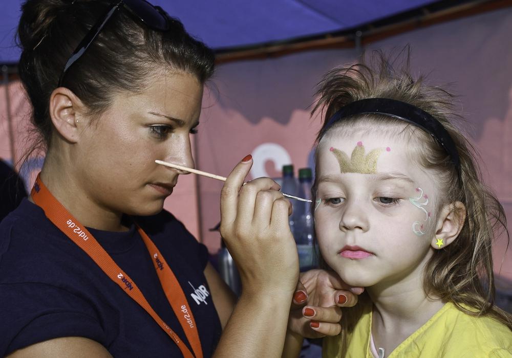 Ein Highlight ist das Kinderschminken. Fotos: Axel Herzig